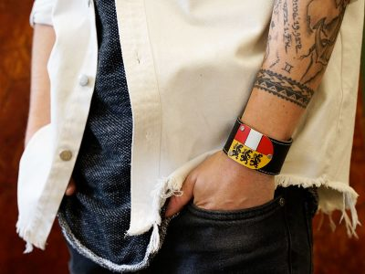 Armband Kärnten Leder schwarz Fotoshooting Kronigs Ledermanufaktur
