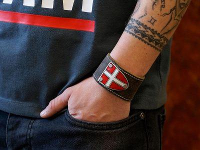 Lederarmband mit Wien Wappen Rustico Trachtenbraun Fotoshooting Kronigs Ledermanufaktur